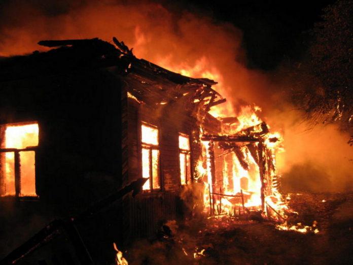 В Ульяновске сгорел сторожевой дом и «УАЗ». Погиб мужчина Ульяновск онлайн, Ульяновск сегодня, Сайт ульяновск,сгорел дом, пожар ульяновск,чп ульяновск,проишествие ульяновск,