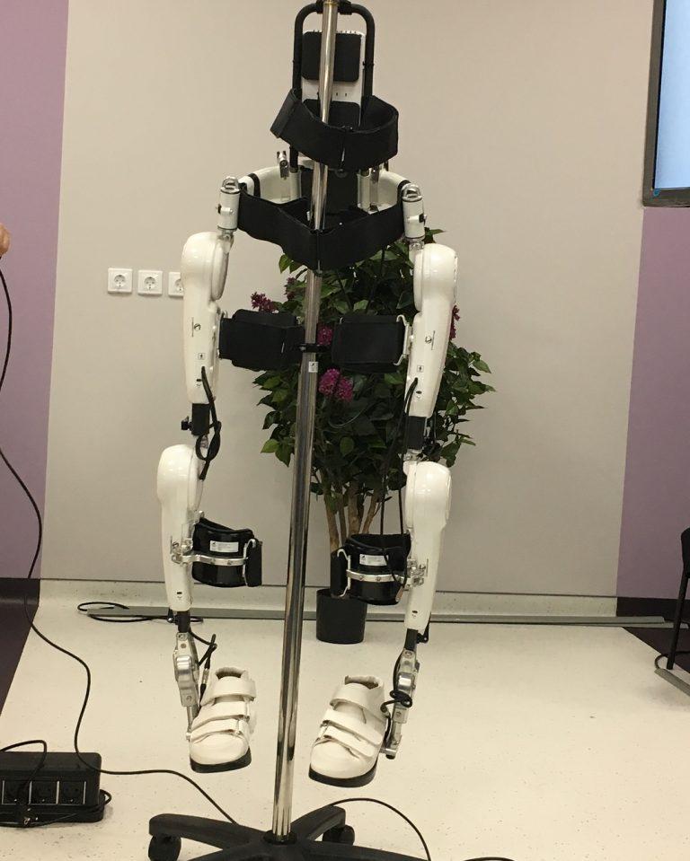 Японцы представили в Ульяновске роботизированный костюм для людей, которые перенесли инсульт или травму позвоночника. ульяновск лайф лайф73 life73.ru life73