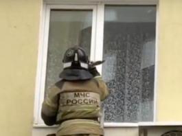 В Ульяновске малыш закрыл дверь изнутри, а открыть уже не смог. ульяновск сегодня,мчс ульяновск,спасли малыша,ульяновск сегодня,новости ульяновска,ульяновск онлайн,