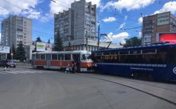 На Минаева-Железной Дивизии столкнулись два трамвая