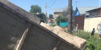 Дубль-2. В Засвияжье под асфальт провалился грузовик с песком