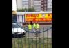 Дети в светоотражающих жилетах и с «жезлом» тормозят авто в Заволжском районе. Видео