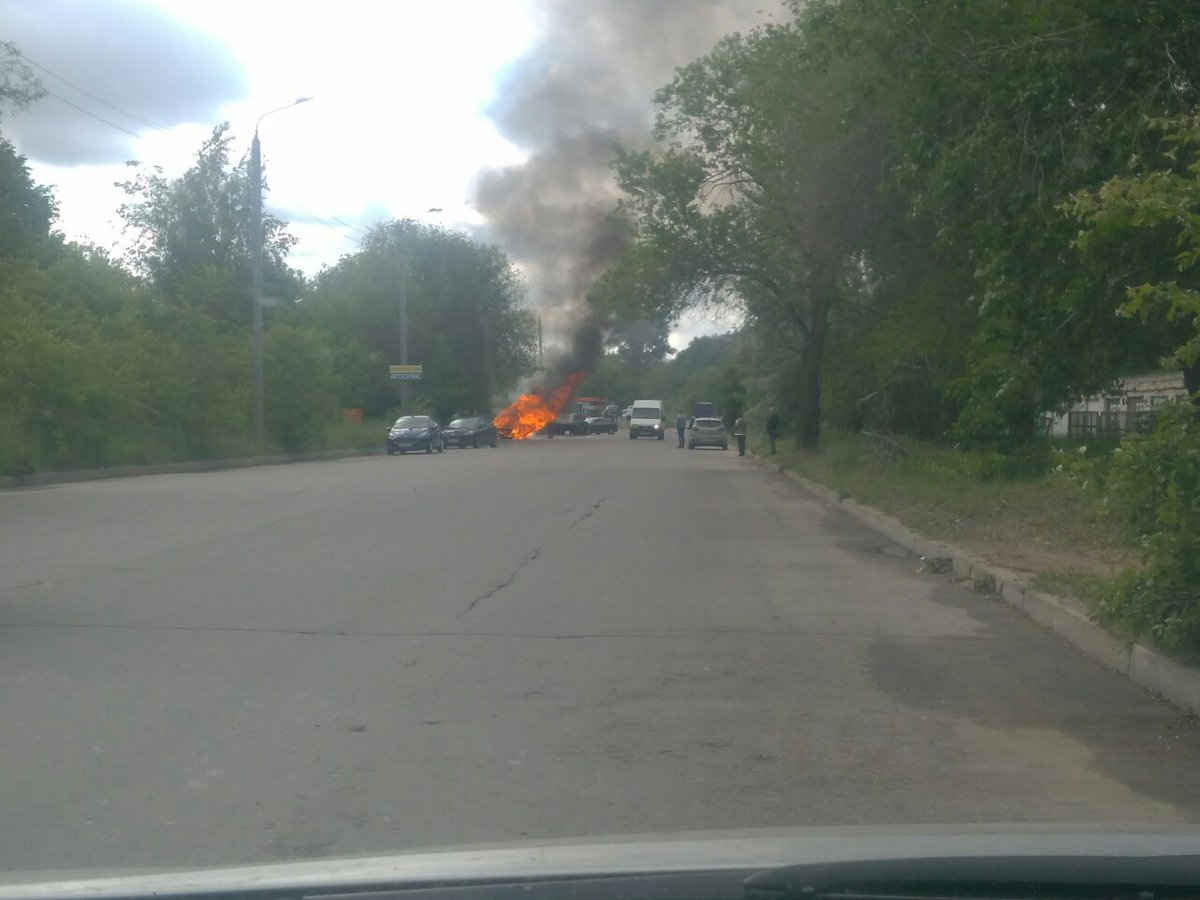 Возле парка 40-летия ВЛКСМ огонь полностью уничтожил BMW X6 ульяновск ,ульяновск пожар,ульяновск поджог,