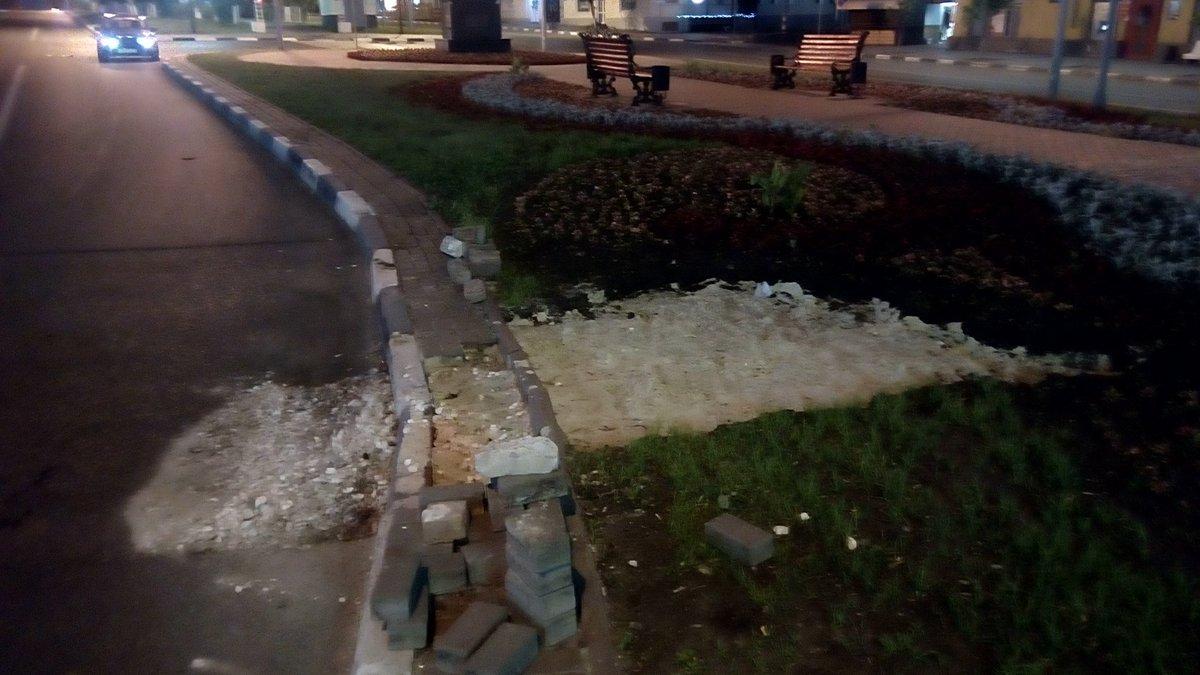 На проезжей части Гончарова асфальт просел ещё в двух местах. дороги Ульяновск, разбитые дороги Ульяновск, дырявые дороги Ульяновск, дороги России,