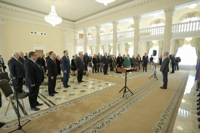 Группа государственных и муниципальных служащих принесла вчера перед губернатором клятву. Морозов губернатор, чиновники Ульяновска, лицемерные чиновники ульяновска,