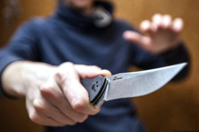 Ульяновский рецидивист, угрожая ножом, ограбил соседа