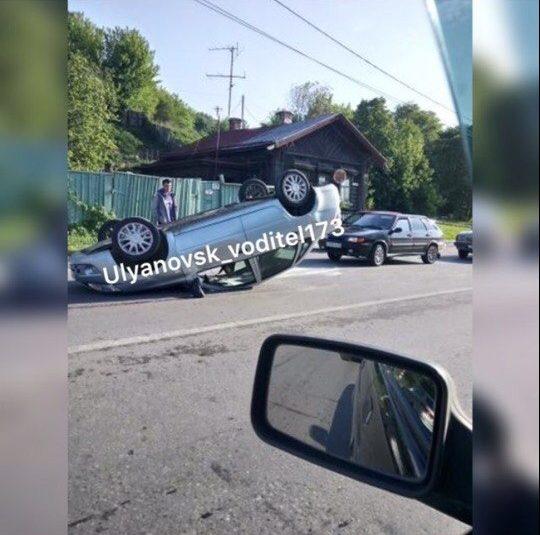 На легковой «восьмерке» перевернулся ВАЗ. Фото