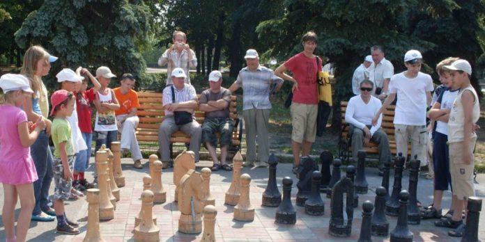 В выходные с Соборной площади украли коня Ульяновск ,шахматы Ульяновск