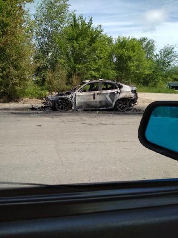 Возле парка 40-летия ВЛКСМ огонь полностью уничтожил BMW X6