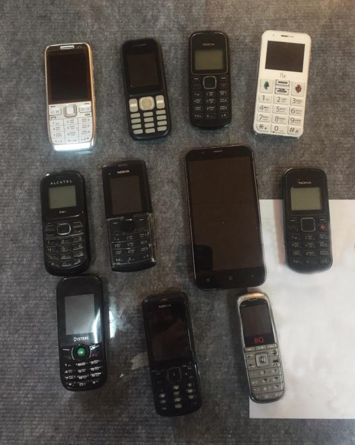 Житель Димитровграда попытался перебросить в ИК-3 11 телефонов