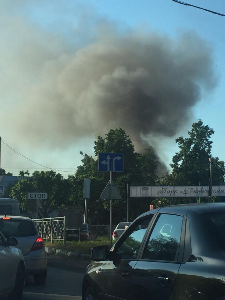 Железнодорожном районе горит жилой дом. Фото с места ЧП
