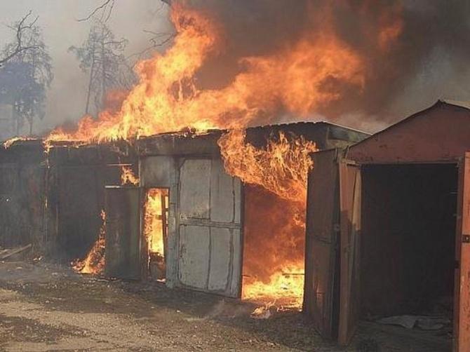 Ночью в вешкаймском селе сгорели восемь гаражей и ВАЗ 2107 сгорели гаражи,ульяновск новости, новости ульяновска,поджог,