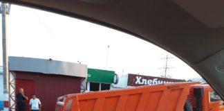 КамАЗ провалился в асфальт на Промышленной в Ульяновске