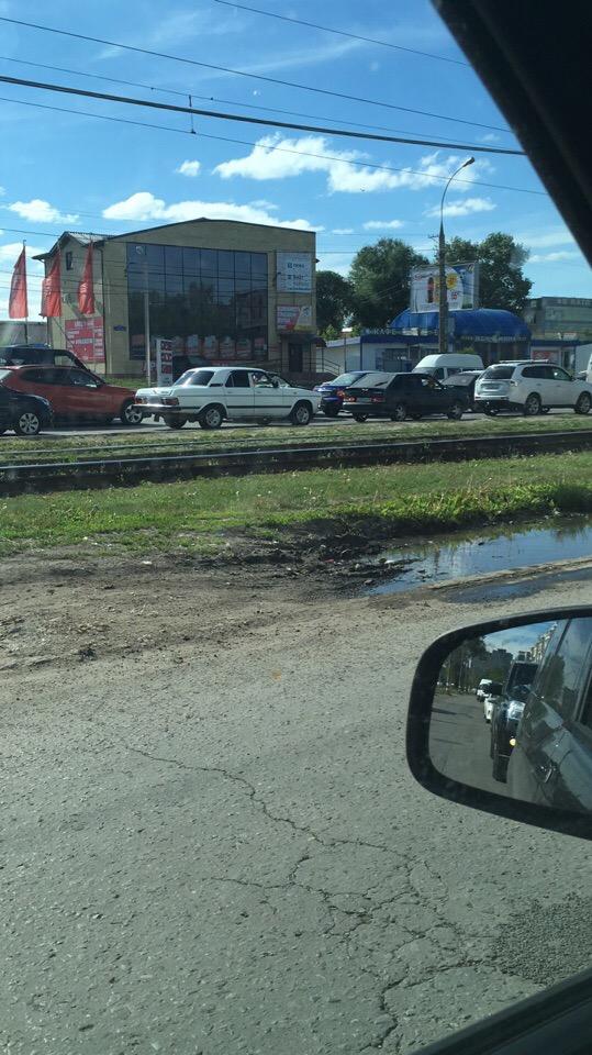 На перекрестке Карла Маркса – Урицкого ДТП из четырех машин, мост стоит