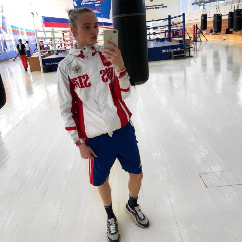 23-летняя спортсменка из Димитровграда Светлана Солуянова стала чемпионкой Европы по боксу. Кроме того она и просто красавица
