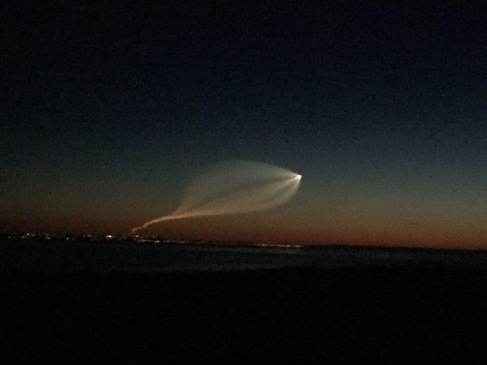 Сегодня ночью над Ульяновском жители города засняли пролетающую мимо ракету. Фото