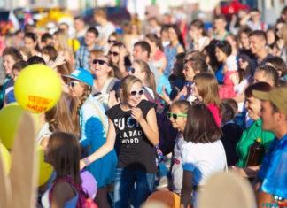 Парад колясок, соревнования по лазертагу и салют. Как ульяновцы будут праздновать День молодежи Песни, танцы, парад колясок, салют: как в Ульяновске отметят День молодежи