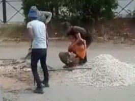 Дорожные рабочие подрались из-за лопаты