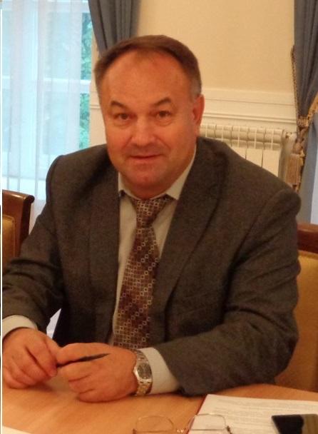 Александр Макаров расставил приоритеты: КИА Оптима важнее ЖКХ