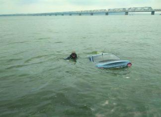 Ульяновские водолазы вытащили из Волги автомобиль