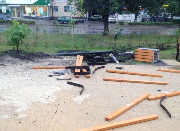 В Димитровграде автоледи протаранила новую пешеходную аллею