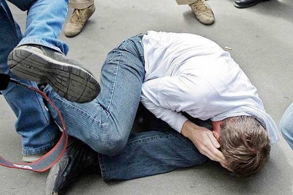 В Ульяновске на улице избили парня на глазах у прохожих