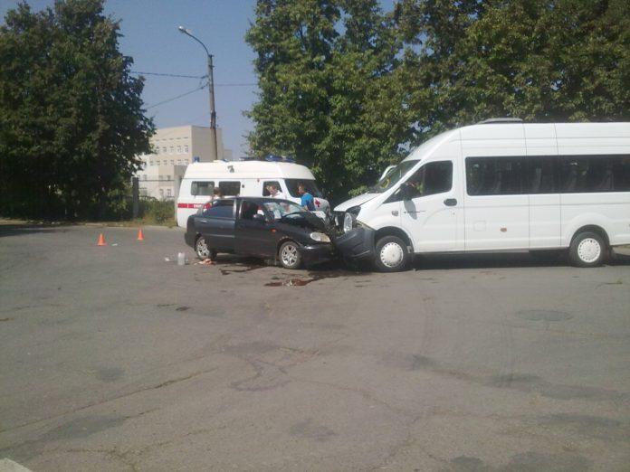 В Ульяновске врезалась маршрутка и иномарка