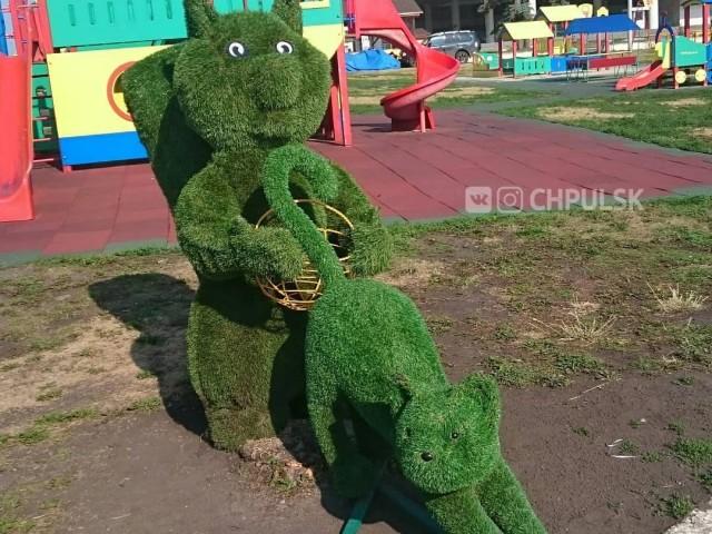 В Ульяновске вандалы поиздевались над топиарными фигурами