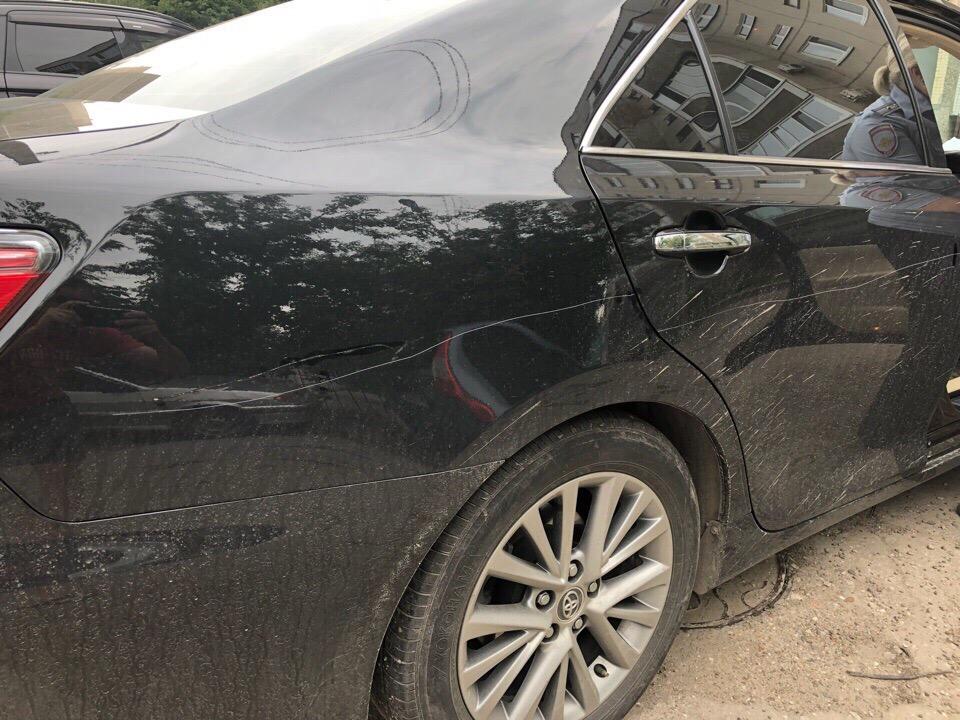 Ночью в Ульяновске хулиган повредил несколько машин
