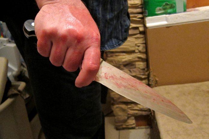 Ульяновец ударил ножом в грудь и спину мужчину