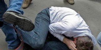 В Димитровграде двое парней избили и ограбили прохожего