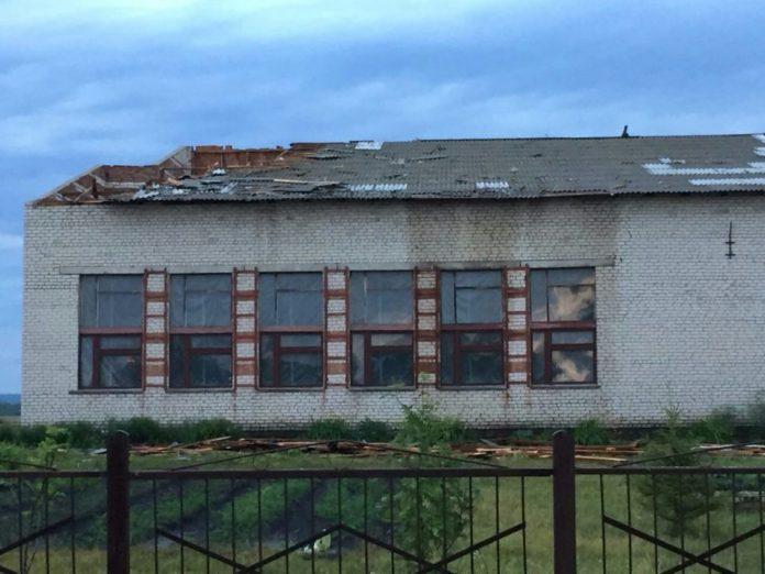 Ураган прошелся под Ульяновском и снес крышу школы