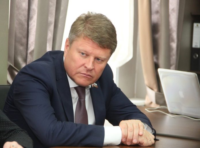 Экс-депутату Тихонову продлили срок ареста на 2 месяца