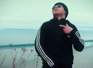 «Все знают, я нищеброд»: ульяновские парни сняли пародию на знаменитую рекламу онлайн-казино. Видео