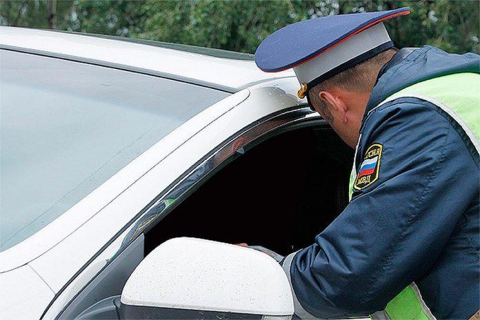 19-летний водитель из Ульяновска пытался уйти от гаишников и врезался в машину ДПС