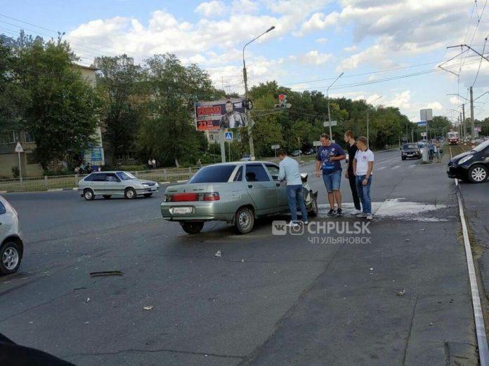 В Ульяновске на улице Октябрьской лоб в лоб столкнулись «десятка» и «Приора»