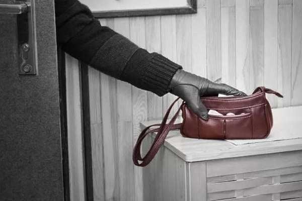 Под Ульяновском женщина украла у пенсионерки кошелек