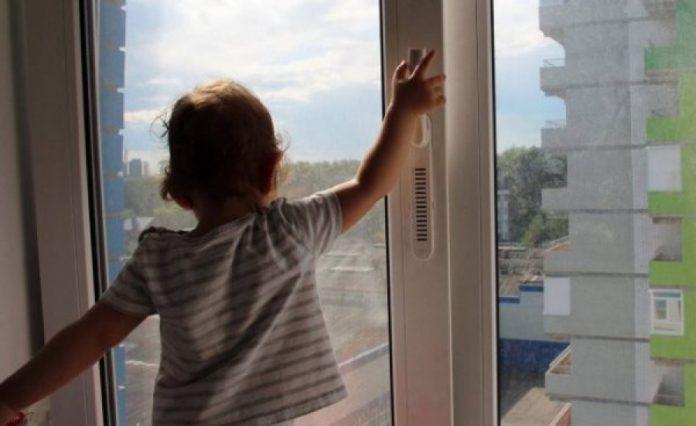 В Ульяновске из окна четвертого этажа выпал 5-летний ребенок