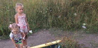 Детскую песочницу в Заволжье завалили пивными бутылками