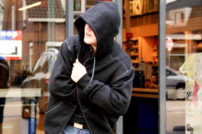 В Ульяновске мужчина украл плойку для волос, а две женщины – дрель