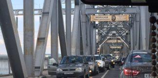 В Ульяновске на «старом» мосту пробка: движение затруднено в обе стороны. Фото