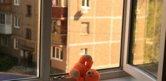 В Ульяновске годовалая малышка выпала из окна девятого этажа