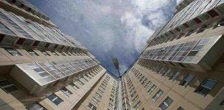 В Димитровграде из окна восьмого этажа выпал мужчина