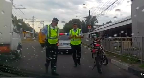 В Ульяновске полицейские поймали парня, который рассекал пьяным на незарегистрированном мотоцикле