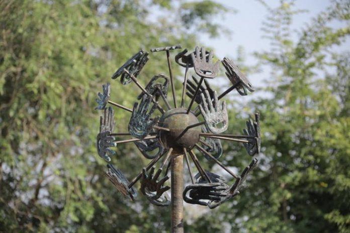 Памятник — символ мира и доброты в УльяновскеПамятник — символ мира и доброты в Ульяновске